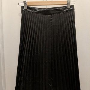H&M Pleated Black Midi-Skirt Sz 6 (fits like 2/4)